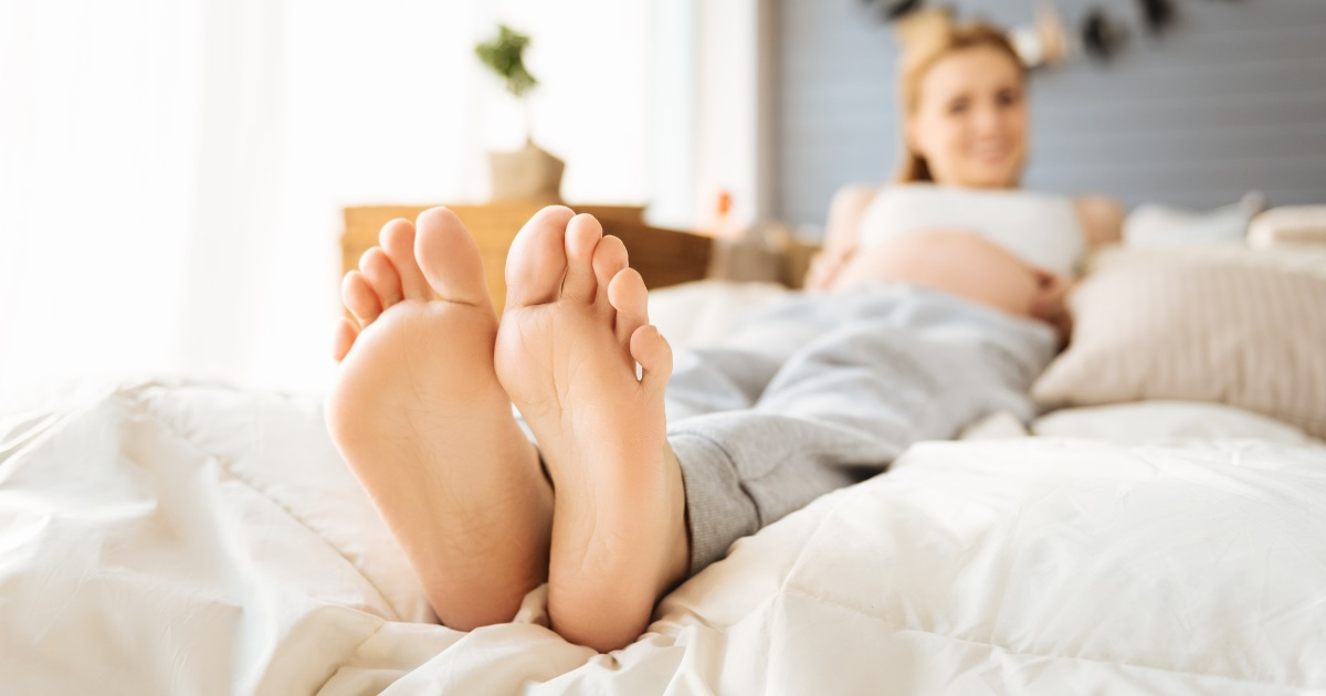Swollen feet and ankles during pregnancy | Causes and Relief